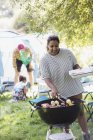 Woman barbecuing at campsite — Stock Photo