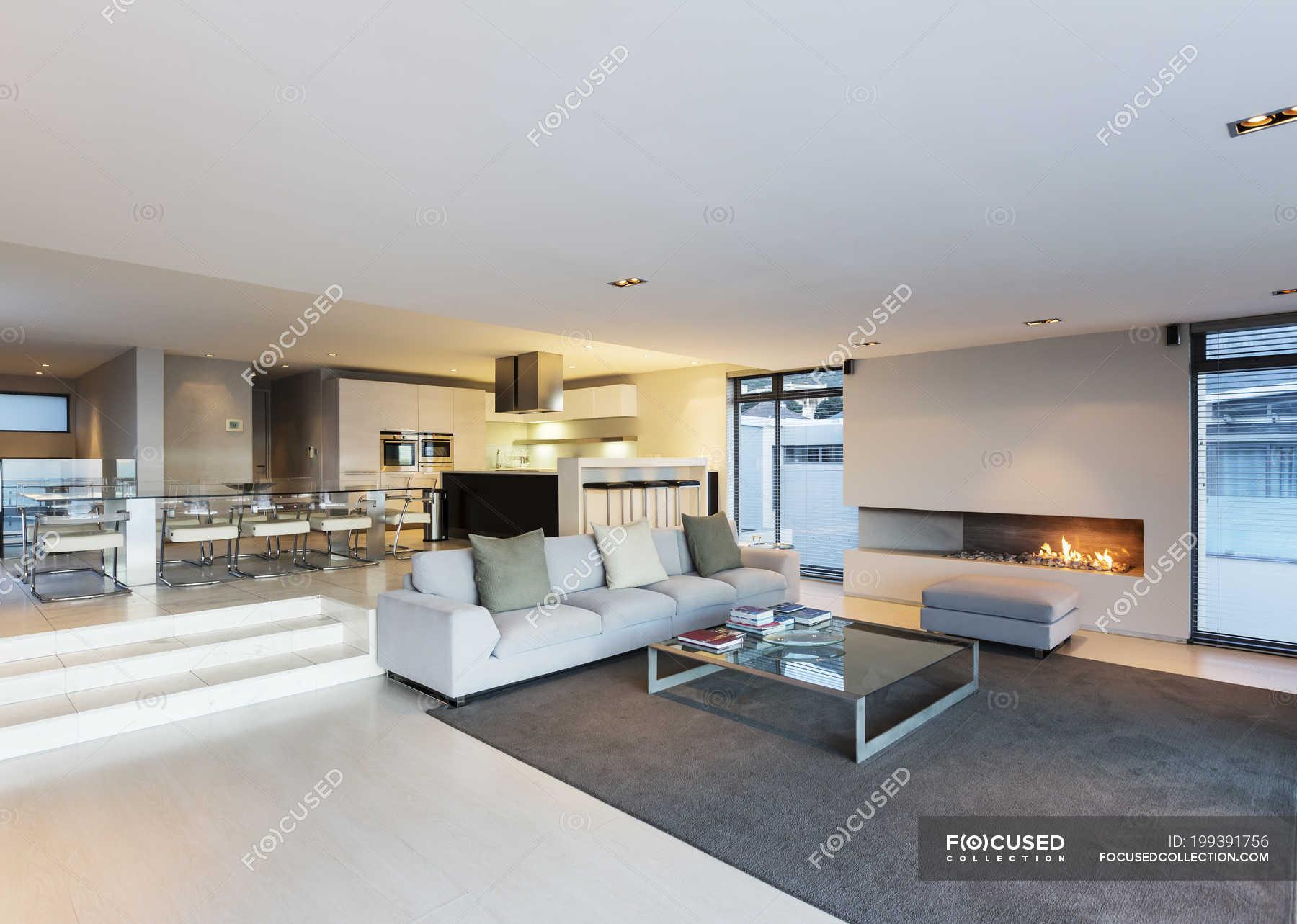 Modernes Luxus Haus Vitrine Wohnzimmer Mit Gas Kamin Architektur Plan Offnen Stock Photo 199391756