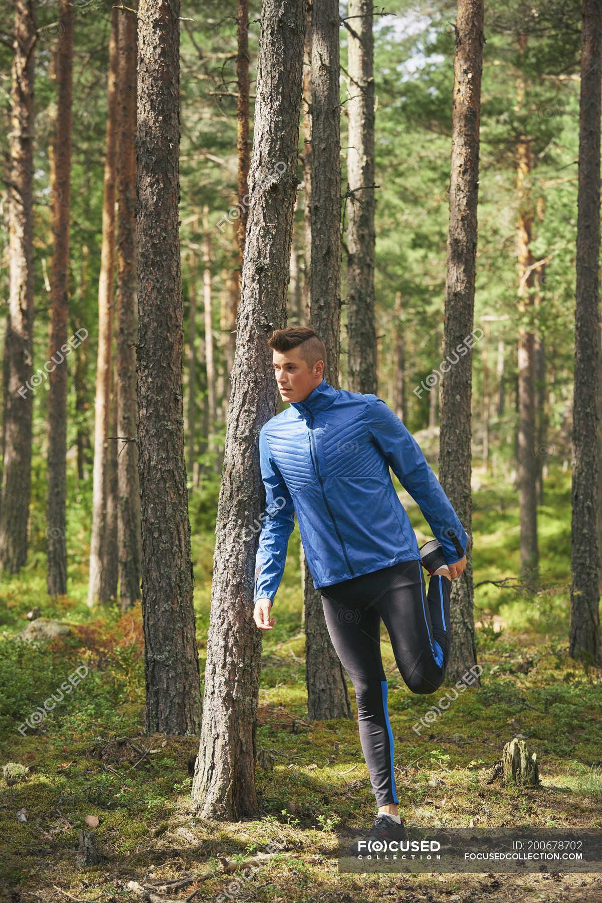 лезби трахаються в лесу на фото