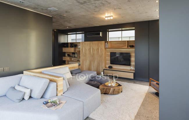 Intérieur de luxe de maison moderne, salon — Photo de stock