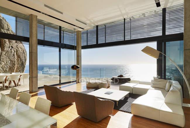Terrazza di lusso casa moderna — Foto stock