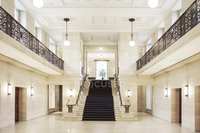 Scala e architettura del palazzo di giustizia — Foto stock