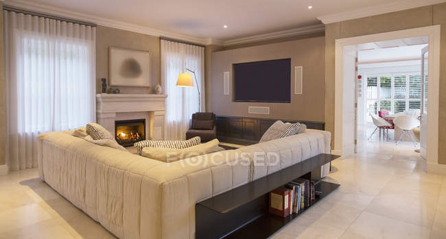 Home showcase living room with sectional sofa and fireplace — Stock Photo