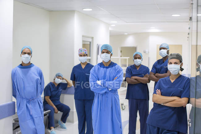Team of doctors and nurses in hospital corridor — Stock Photo