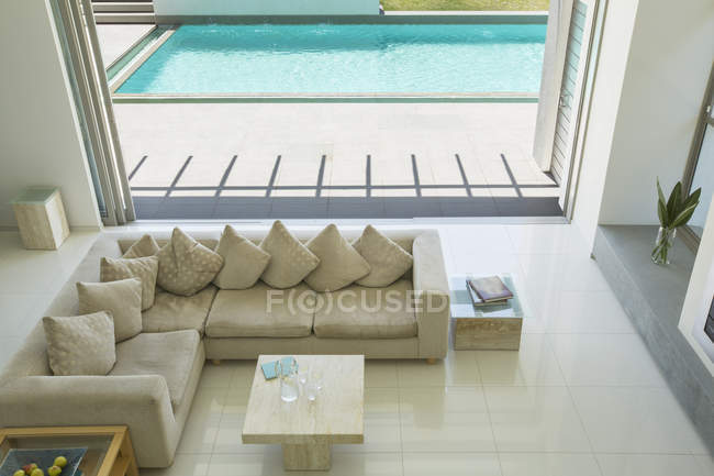 Sunny modern living room during daytime — Stock Photo