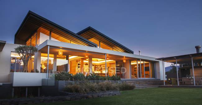 Illuminated luxury modern house at night — Stock Photo