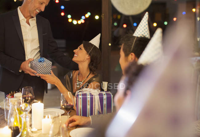 Man giving present at birthday party — Stock Photo