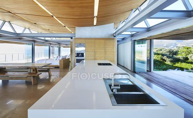 Moderne Luxus-home Schaufenster-Küche — Stockfoto