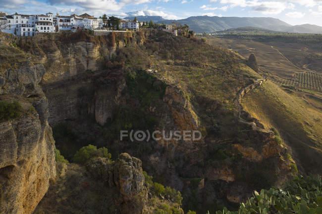 Vista de Ronda y acantilados, Andalucía, España - foto de stock