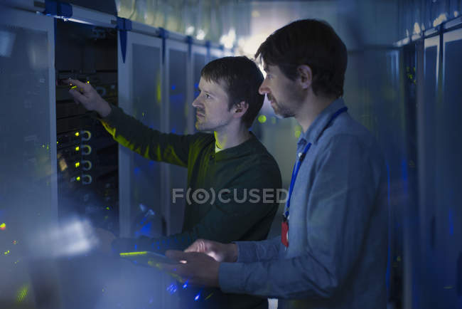 Server room technicians working on panel — Stock Photo