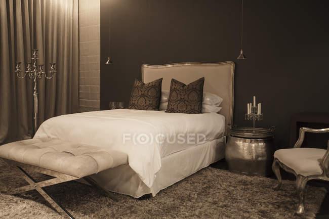 Luxury interior of modern house, elegant bedroom — Stock Photo