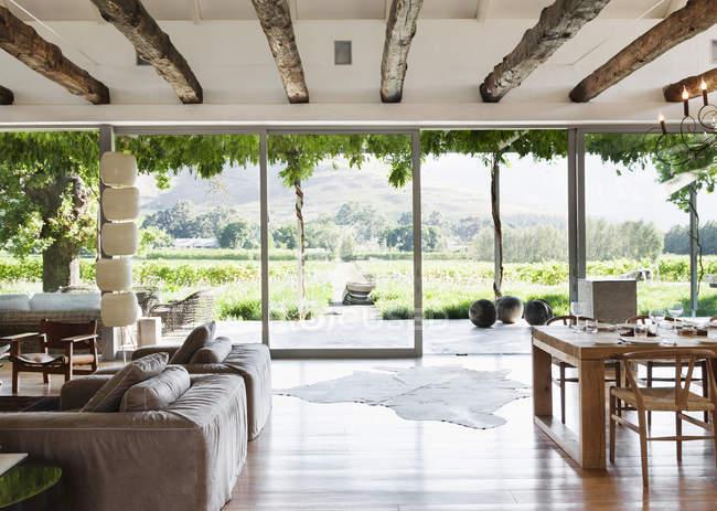 Open floor plan in luxury house overlooking vineyard — Stock Photo