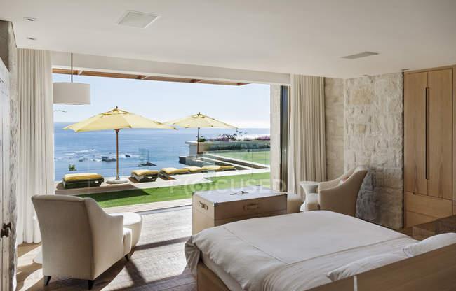 Bedroom overlooking patio and ocean — Stock Photo