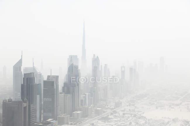Вид на городской пейзаж в дневное время, Дубай, Объединенные Арабские Эмираты — стоковое фото