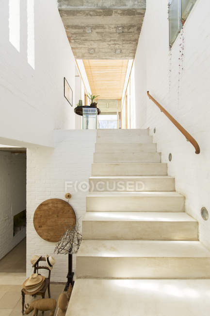 Treppe in rustikalem Haus — Stockfoto