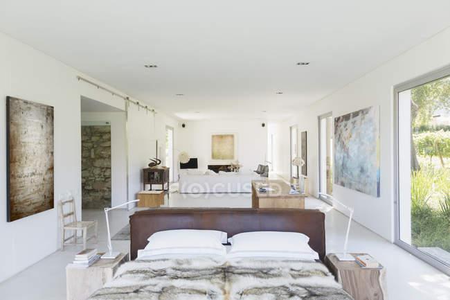 Plan de piso abierto en casa moderna - foto de stock