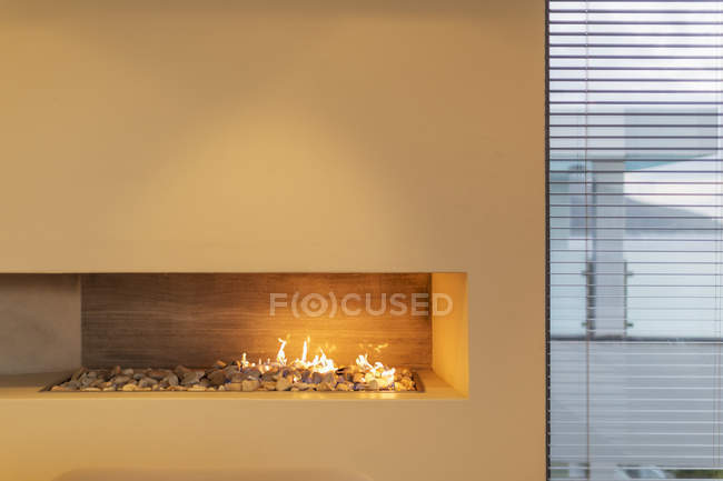 Modern rock gas fireplace in home showcase interior — Stock Photo