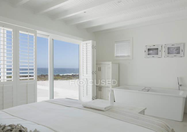 Quarto em casa moderna de luxo — Fotografia de Stock