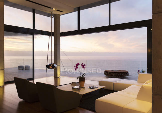 Modern living room overlooking ocean — Stock Photo
