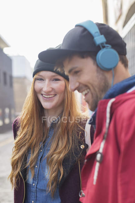 Couple laughing together on city street — Stock Photo