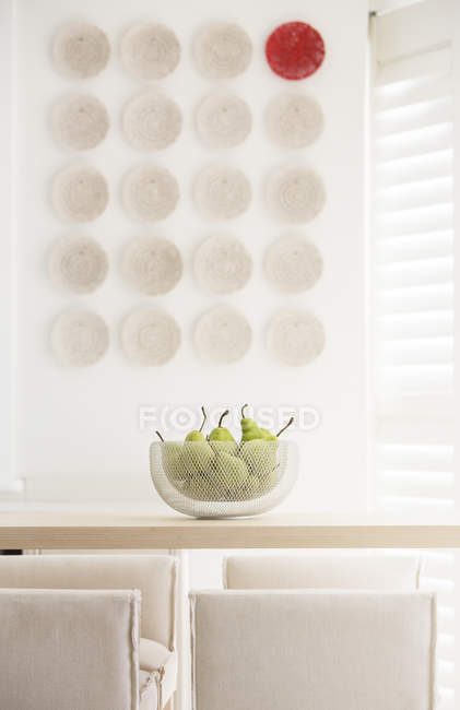 Red plate among white plates on wall in luxury dining room — Stock Photo