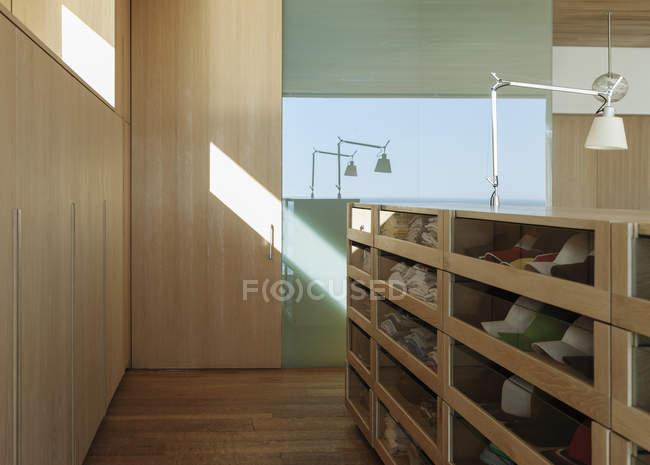 Dressing de luxe avec tiroirs — Photo de stock