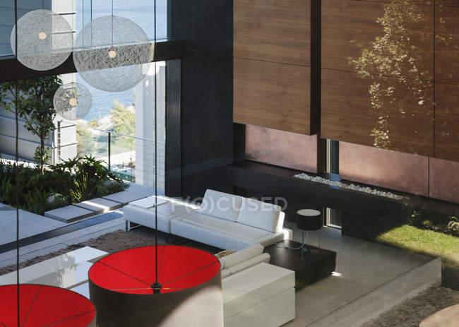 Salon moderne en plan ouvert — Photo de stock