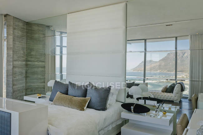 Luxury modern home showcase bedroom with ocean and mountain view — Stock Photo