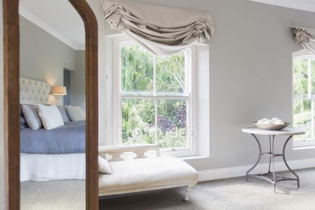 Sunny luxury bedroom during daytime — Stock Photo