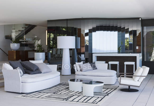 Salon moderne pendant la journée — Photo de stock