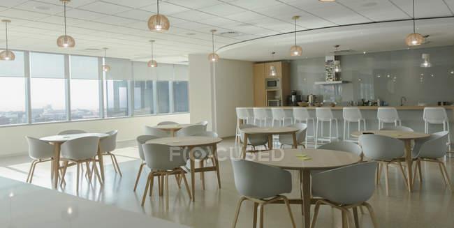 Perfekt Tische Und Stühle Im Modernen Büro Kantine U2014 Stockfoto