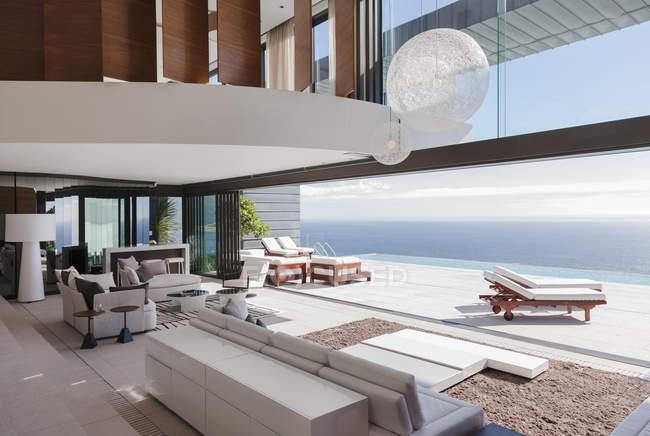 Living room in modern house overlooking ocean — Stock Photo