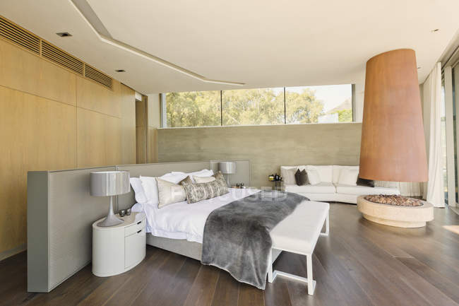Modern luxury home showcase bedroom with fireplace — Stock Photo