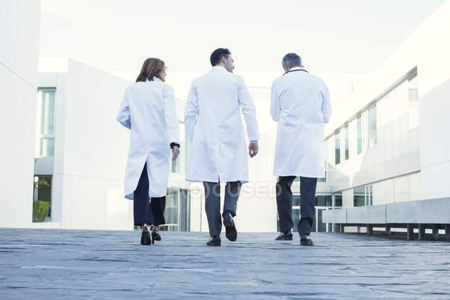 Ärzte auf dem Dach — Stockfoto