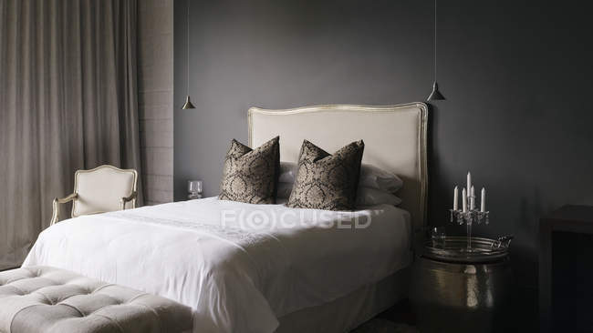 Luxus-Interieur des modernen Hauses, elegante Schlafzimmer — Stockfoto