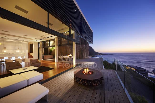 Casa Moderna Di Lusso Allalba Sul Mare La Progettazione Sullo