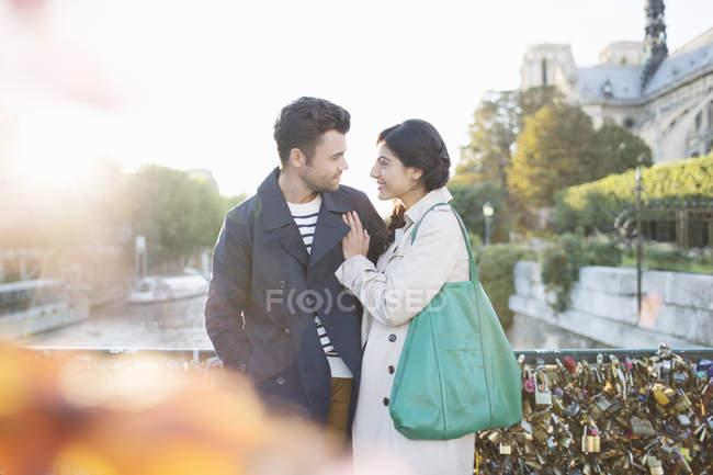 Couple standing on Pont des Arts bridge over Seine River, Paris, France — Stock Photo