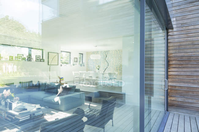 Sala de estar de la casa moderna - foto de stock