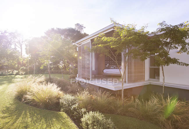 Sunny yard and modern house — Stock Photo