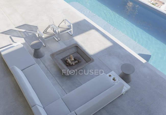 Moderne, Luxus-Haus präsentieren außen Terrasse mit Sofa ...