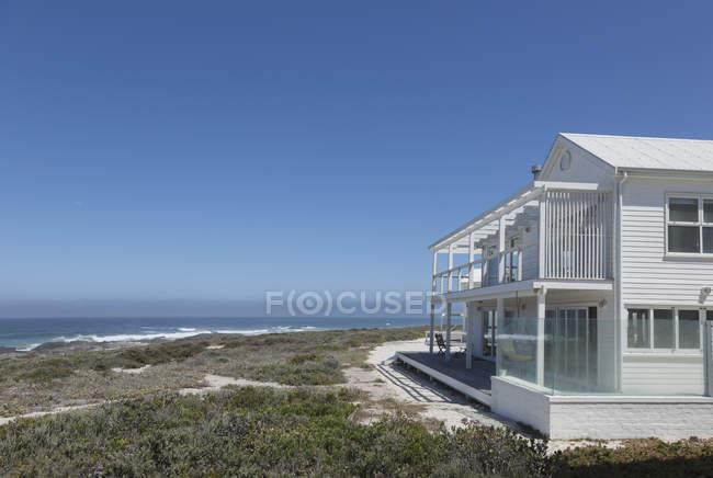 Luxury modern house against sea — Stock Photo