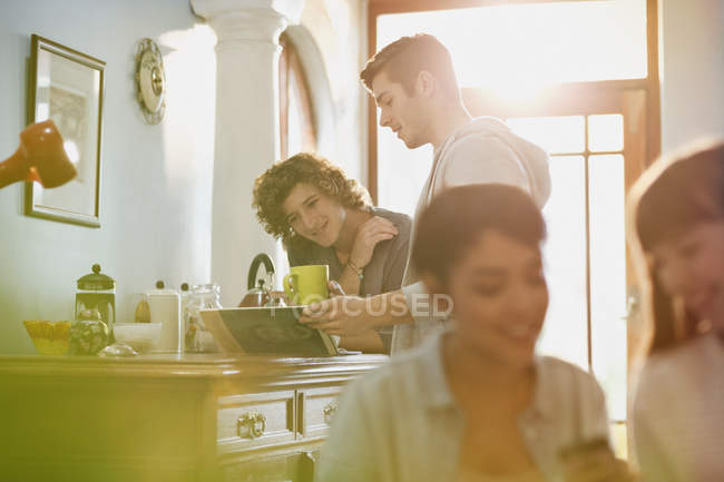 Young adults hanging out drinking coffee in apartment — Stock Photo