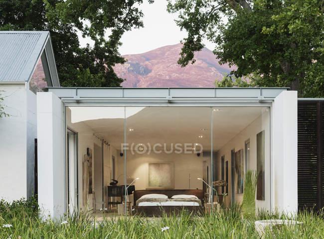 Parede de vidro da casa moderna — Fotografia de Stock