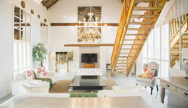 Luxury living room with chandelier — Stock Photo