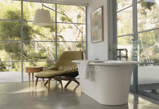 Soaking tub in home showcase interior bedroom with garden view — Stock Photo