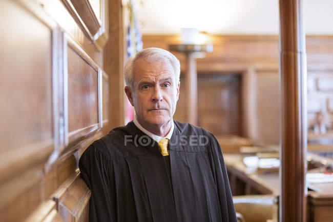 Juez permanente en sala - foto de stock