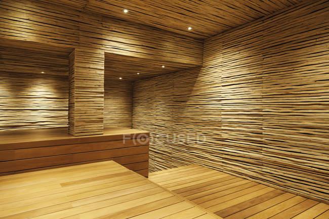 Sala de madera en casa moderna - foto de stock