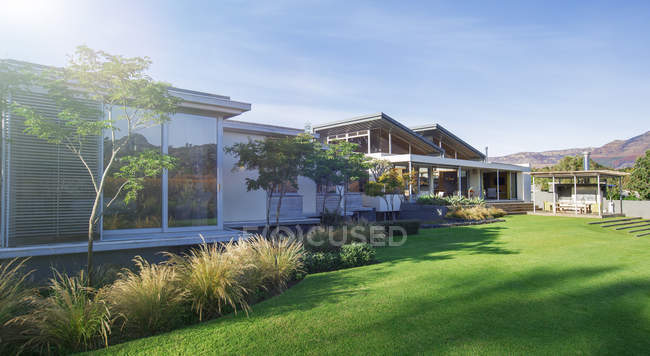 Modern houses and yard — Stock Photo