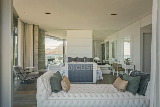 Moderne Luxus Nach Hause Schaufenster Schlafzimmer Wohngebaude