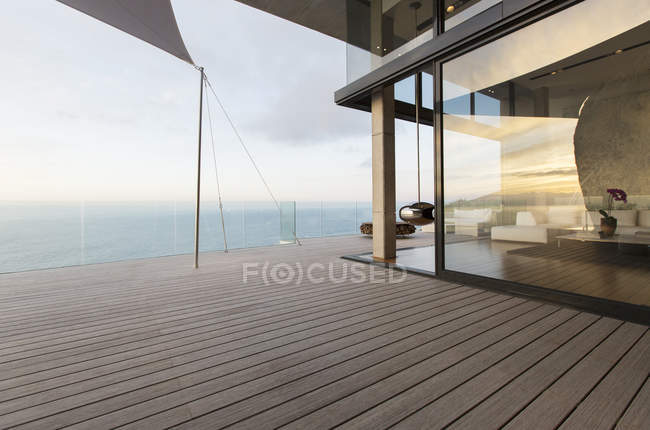 Wooden dock of modern house — Stock Photo